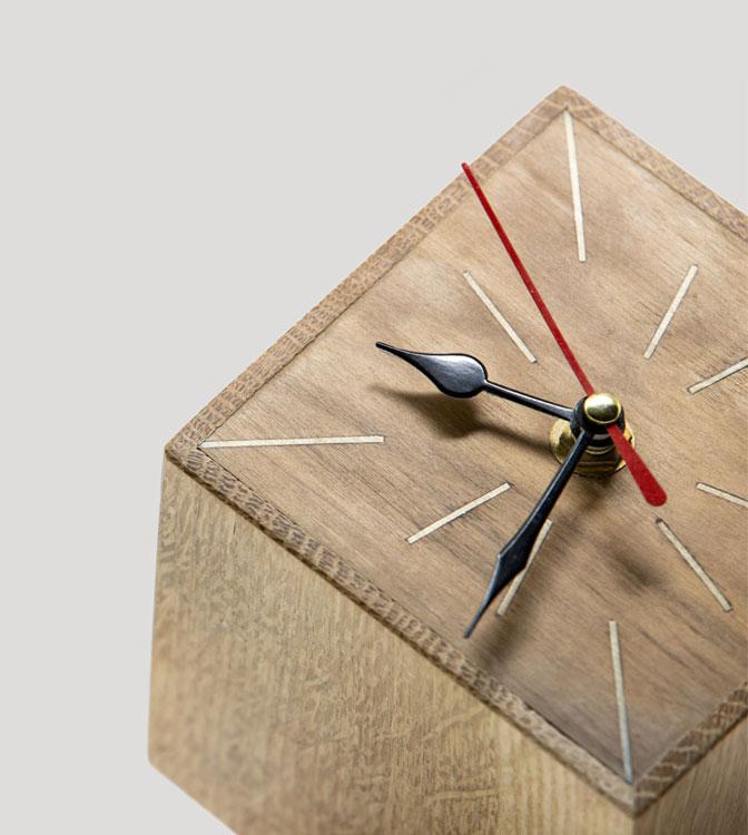 Orologio artigianale da tavolo in legno
